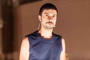 Gli Omini in Ci scusiamo per il disagio - Associazione Teatrale Pistoiese 13 (foto Serena Gallorini)