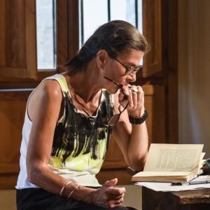 Renata Palminiello legge RITRATTO IN PIEDI